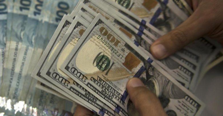 صورة الدولار يتجه لتسجيل أسوأ أداء منذ 5 سنوات