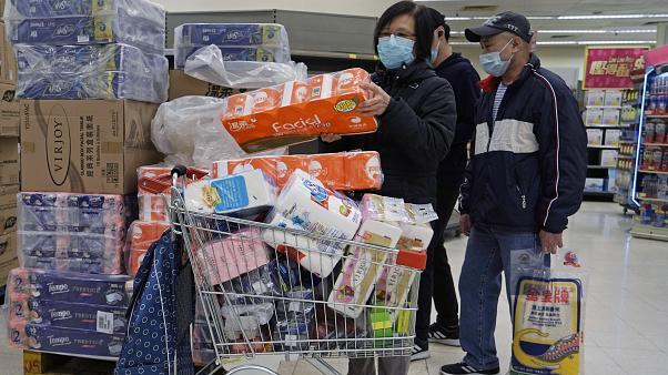 Photo of ما السبب وراء تهافت الأوربيون على شراء ورق التواليت خلال هذه الأزمه