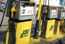 صورة في مشهد غير مألوف طوابير السيارات أمام محطات البنزين