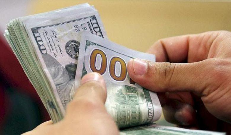 صورة الدولار محبط  ..  بارتفاع أسعار الفائده الأمريكيه